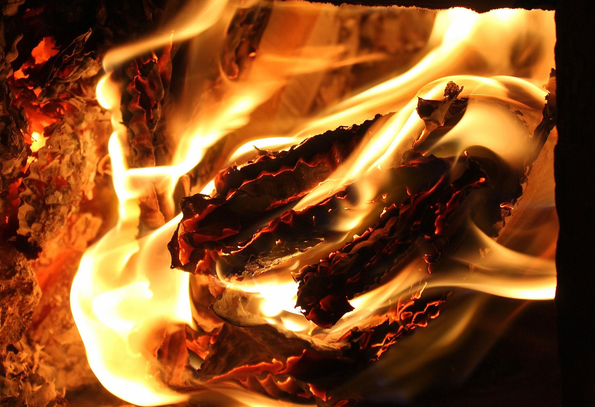 flames-3247910_1920